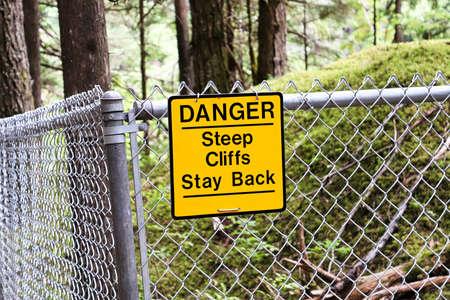 A danger steep cliffs stay back sign. Banco de Imagens