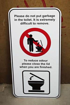 A please do not put garbage in toliet sign
