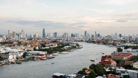 phraya: R�o Chao Phraya, en Bangkok, Tailandia Editorial