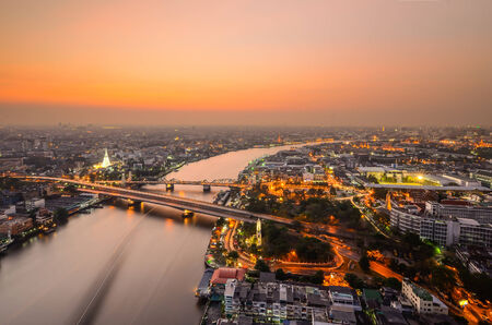 phraya: R�o Chao Phraya, en Bangkok, Tailandia Foto de archivo