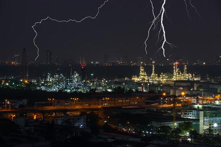 Strom: Refinery industrial plant in strom