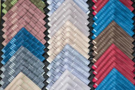 ソート: 多くの色の並べ替えのハンカチ