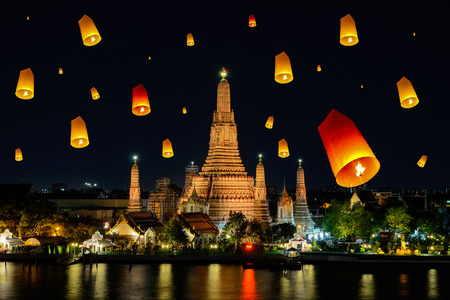 Wat arun under loy krathong day ,Thailand photo