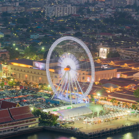 merry go round: Night, a rotating Ferris wheel