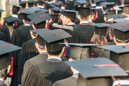 Parte trasera de los graduados durante el inicio.