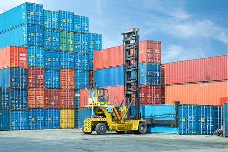 camion grua: Crane manejo levantador caja contenedora de carga de depósito