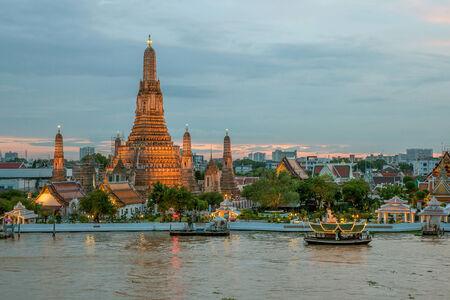 phraya: Night view of Wat Arun temple and Chao Phraya River, Bangkok, Thailand Stock Photo