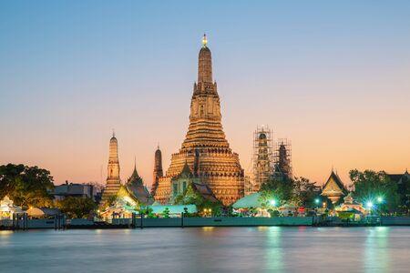 pattaya thailand: Night view of Wat Arun temple and Chao Phraya River, Bangkok, Thailand Stock Photo
