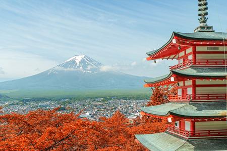 日本の紅葉と富士山。 写真素材