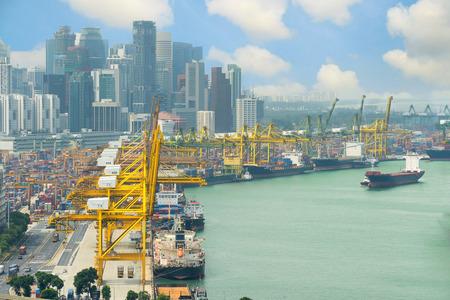 comercio: Terminal de carga de Singapur, uno de los puertos más activos del mundo, Singapur.