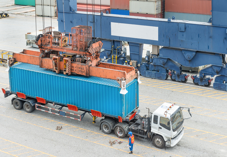 transportation: Nave merci container da carico con gru di lavoro loading bridge in cantiere al tramonto per Logistic Import Export sfondo