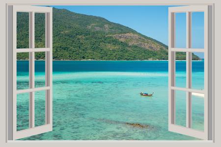여름, 여행, 휴가 및 휴가 개념 - 푸 켓, 태국에서 바다를 볼 수있는 창이 열립니다.