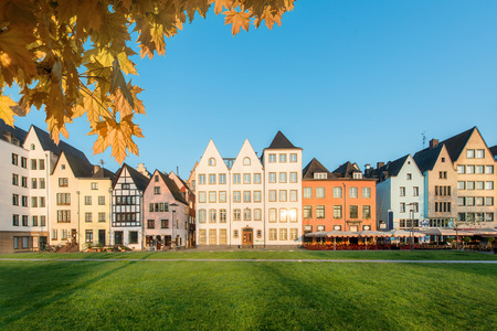 case colorate: Many of colourful Houses and park in Cologne, Germany. Archivio Fotografico