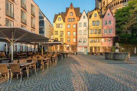 case colorate: Case colorate di Colonia. Colonia, Germania.