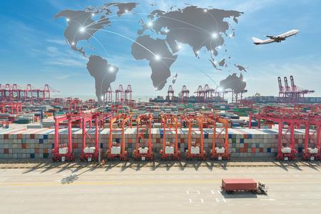 Karte globaler Partner Verbindung von Containerfrachtfrachtschiffes für die Logistik Import Export Hintergrund