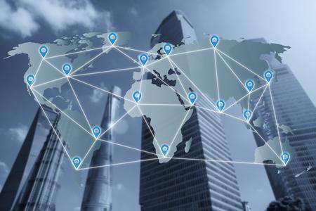 네트워크 연결 파트너 라인과 세계지도 위의 핀 평면 네트워크를지도. 네트워크 연결 파트너십 개념입니다.