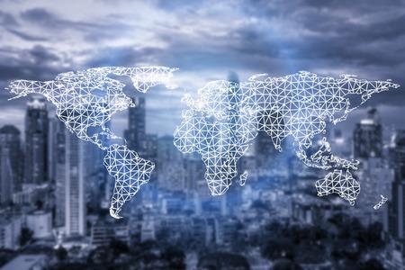 Netwerkverbindings partnerschap en wereldkaart met stad in de achtergrond. Netwerkverbindingen technologie concept