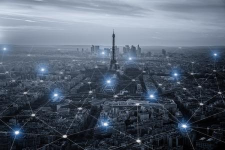 scape Smart City e il concetto di connessione di rete, segnale wireless di internet nelle città d'affari. connection.social internet business on line Archivio Fotografico