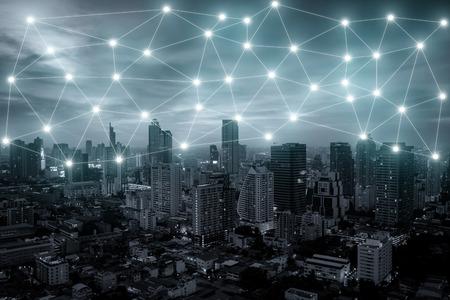 Bangkok conexión de red de la ciudad con la línea de conexión a la red en el fondo. Ciudad inteligente. Foto de archivo