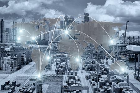 Raccordement mondial de la logistique de la carte du navire de fret conteneur pour la logistique Import Export Contexte (éléments de cette image fournis par la NASA) Banque d'images - 66155224