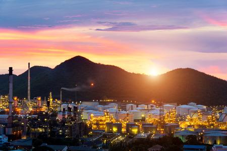 destilacion: Oil refinery industry at night in Chonburi, Thailand. Foto de archivo