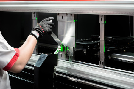 Worker at manufacture workshop operating cidan folding machine Stockfoto