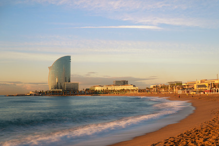 Barceloneta Beach in Barcelona with colorful sky at sunrise. Seafront, beach,coast in Spain. Suburb of Barcelona, Catalonia 免版税图像