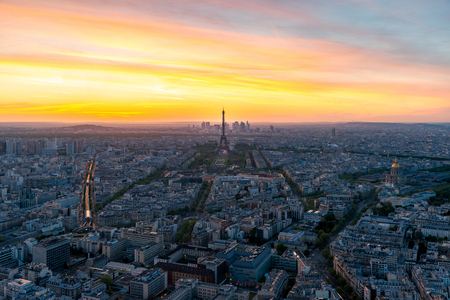 Aerial view of Paris and Eiffel tower at sunset in Paris, France. Stockfoto