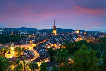 Horizon de ville de Berne avec un ciel dramatique à Berne, Suisse
