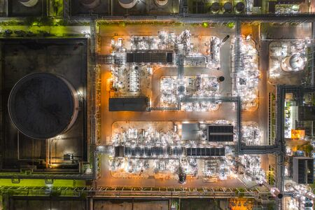 Aerial view of Oil and gas industry - refinery at twilight with chemical storage tank. Fuel and power generation, petrochemical factory industry, or environmental pollution concept Imagens - 133870995