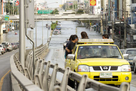 BANGKOK, THAILAND - NOV 12: Transportation situation after the city was flooded on November 12, 2011 in Bangkok, Thailand. Stock Photo - 11273998