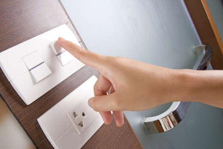 toma corriente: encender el interruptor, girando a la hembra en el interruptor de electricidad blanco