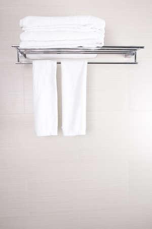 新しいの浴室のアクセサリ浴室タオルをクリーン タオル 写真素材
