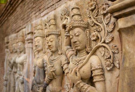 antique woman: arte de la pared, decoraci�n de la pared arte antiguo en la mujer mantenga la hoja y el baile en la cultura tailandesa