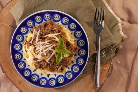 pastas: La pasta boloñesa, salsa de pasta boloñesa de ternera con pasta fettuccine fresco