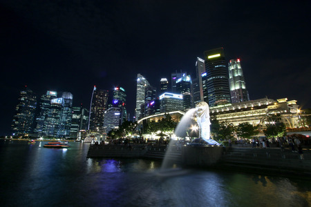 Singapore - JULY 7, 2017 : Merlion statue fountain in Merlion Park and Singapore city skyline at night.