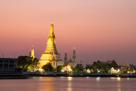 Wat Arun Temple at twilight in bangkok, Thailand. Stock Photo - 99363437