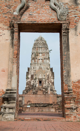 Main Pagoda at Wat Ratcha Burana Temple in historic site of Ayutthaya province, Thailand. Stock Photo - 105393254