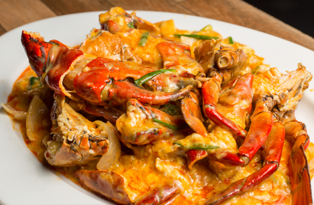 Stir-Fried Sea Crab with Curry Powder Sauce, Milk and Eggs. A popular Thai-Chinese seafood Stock Photo - 105202229