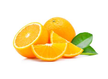 segmento: Frutas de color naranja sobre fondo blanco