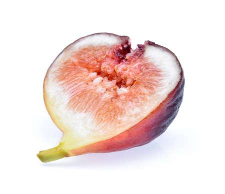 Fruits aux figues isolés sur fond blanc