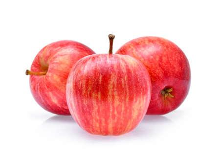 Rode die Gala-appelen op witte achtergrond worden geïsoleerd