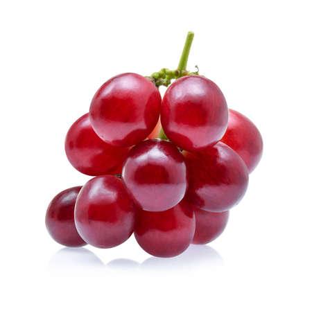 rode druiven geïsoleerd op een witte achtergrond. Stockfoto