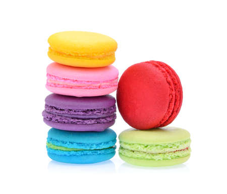 Colorful macaroons isolated on white background Banque d'images