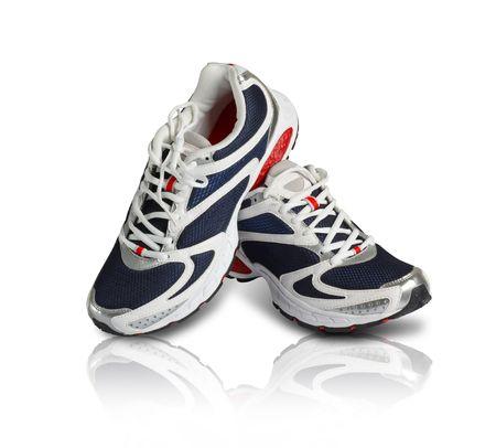 スニーカー: 青と赤の色で上品なスポーツの靴のペア