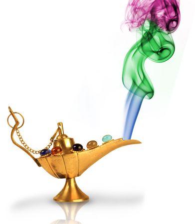 Lámpara de magia de Aladdin con perlas y colorido humo aislados en blanco  Foto de archivo