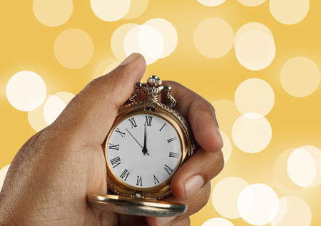 New Year Countdown Concept Golden Antique Watch in a Hand Banque d'images