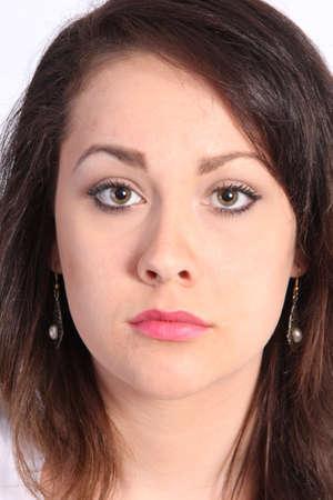 belle brunette: Belle jeune femme avec de très jolis yeux, regardant droit devant