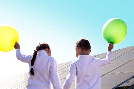 Children get acquainted with solar energy. Green energy and technology for future generations.
