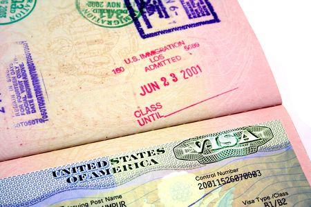 Un passaporto con il visto americano.